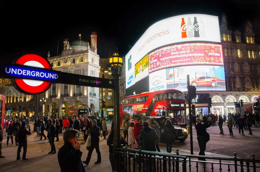 London: Piccadilly Circus